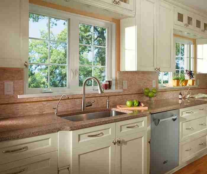 UltraCraft Cabinetry Off White Cabinet in Casual Kitchen