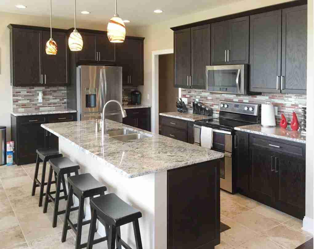 Starmark Cabinetry Kitchen Cabinet with Dark Design
